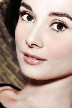 Audrey Hepburn...love her makeup.