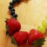 Fruit neckless! Awesome!! Will try this hopefully I'll get my daughter to eat more fruit :-p