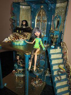 Monster High Geisterschloss Monster High Toys, Monster High Birthday, Monster High Party, Ninja Turtle Birthday, Ninja Turtle Party, Monster Dolls, Monster High Repaint, Dollhouse Dolls, Dollhouse Ideas