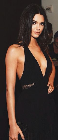 Kendall Jenner is gorgeous in sensual black dress
