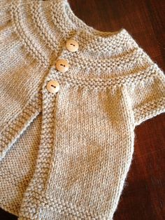 Ravelry: in threes: a baby cardigan pattern by Kelly Herdrich- I love this. Hoping to make it someday!FREE Workshop: In Threes--A Baby Cardigan Even if you've never made a sweater, you'll fall in love with knitting this SWEET baby sweater. Baby Knitting Patterns, Knitting For Kids, Baby Patterns, Free Knitting, Knitting Projects, Baby Sweater Patterns, Summer Knitting, Cardigan Bebe, Knitted Baby Cardigan