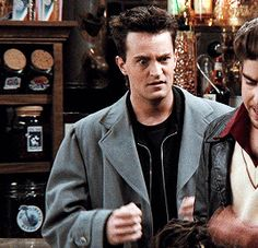 Friends gifs and funny things Chandler Friends, Joey Friends, Friends Cast, Friends Episodes, Friends Gif, Friends Moments, Friends Series, Friend Memes, Friends Tv Show