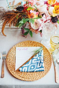 Straw placemat table settings are perfect for summer weddings | @firstmatephoto | Brides.com