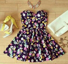 dress like a queen Floral Bustier, Bustier Dress, Skater Dress, Summer Dresses Tumblr, Cute Summer Outfits, Cute Outfits, Summer Clothes, Pretty Outfits, Dress Outfits