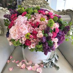 "Polubienia: 3,028, komentarze: 10 – J'Adore Les Fleurs JLF (@jadorelesfleurs) na Instagramie: ""Preparing for Monday with this colorful charmer"""