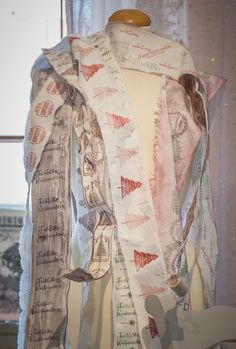 #chalkpaint #anniesloan #anniesloanchalkpaint #painting #christmas #winterromanze #timimoo Annie Sloan Chalk Paint, Boutique, Bed And Breakfast, Event Design, Kimono Top, Sari, Christmas, Painting, Women