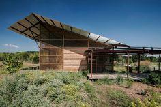 Sustainable Houses of Lake Flato Shade Structure, Steel Structure, Sustainable Architecture, Amazing Architecture, House Architecture, Sustainable Design, Roof Design, House Design, Alpine Modern