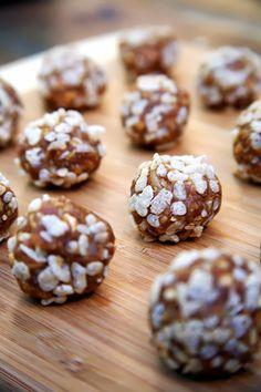 My new favorite snack! No-BAke Vegan Peanut Butter Crisp Balls http://www.fitsugar.com/Recipe--Bake-Peanut-Butter-Balls-7000880