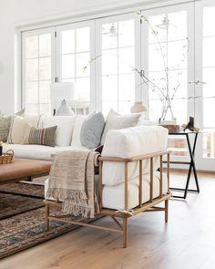 Design Living Room, Home Living Room, Living Room Decor, Living Spaces, White Living Room Furniture, Modern Living Rooms, Italian Living Room, Modern Contemporary Living Room, Decor Room
