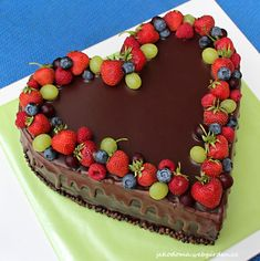 The cake with stracciatella cream, ganache and fruits. Heart Shaped Cakes, Heart Cakes, Birthday Cake Writing, Happy Birthday Cakes, Cake Decorating For Beginners, Cake Decorating Tips, Heart Shaped Chocolate Cake Recipe, Valentines Day Cakes, Just Cakes