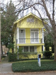 Architecture, Natural Shotgun House With Cool Soft Yellow Exterior Facade Color With White Windows Frames Also Green Plants Front Yard Also Big Trees Around With Minimalist Landscape Home Design Ideas: Exceptional Shotgun House Lovely Design Ideas Contemporary House Plans, Modern House Plans, Cottage House Plans, Cottage Homes, Graceland, Shotgun House Interior, Railroad Apartment, Minimalist Landscape, New Orleans Homes