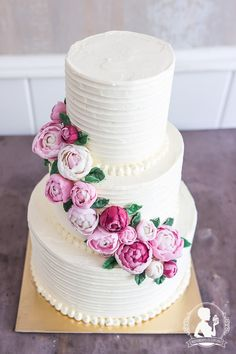 White Wedding Cake with peonies - Buttercream Cake Mademoiselle Cupcake, Buttercream Cake, Vintage Chanel, Happily Ever After, Peonies, Wedding Cakes, Desserts, Period, Food
