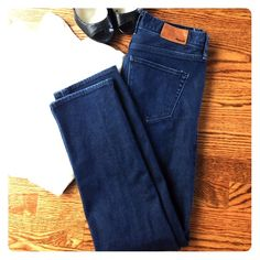 FLASH SALE Madewell Rail Straight Jeans 26 Madewell Rail Straight Jeans 26. These are in Very Good Used Condition. Great styling and attention to detail as all Madewell pieces are! Take note of wear in photo 4. Make an Offer! Madewell Jeans