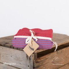 Fouta à tissage nid d'abeille, fines rayures Available on (disponible sur) www.famillenomade.ca   Crédit photo: Maryse Cléro-Nobréga