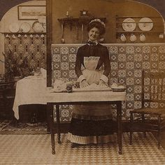 Nice: A french maid.everyone had to have one to be high class back in the Victorian era Victorian Home Decor, Victorian Life, Victorian Kitchen, Victorian Interiors, Vintage Interiors, Victorian Homes, Antique Photos, Vintage Pictures, Vintage Photographs