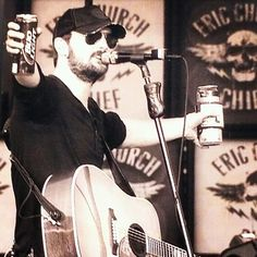 Eric Church that's 2 drinks in your hand! Country Men, Country Songs, Look At You, How To Look Better, Eric Church Chief, Male Country Artists, Ec 3, Take Me To Church, Music Is My Escape