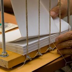 Bookbinding course in Florence - Studiainitalia Bookbinding Tools, Bookbinding Tutorial, Handmade Journals, Handmade Books, Handmade Rugs, Handmade Crafts, Book Binding Types, Leather Bound Books, Leather Book Binding