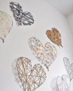 corazones colgantes hechos de diferentes materiales