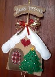 Image result for christmas cottage in felt juliana viegas Christmas Projects, Felt Crafts, Holiday Crafts, Diy And Crafts, Christmas Sewing, Handmade Christmas, Felt Christmas Ornaments, Christmas Fun, Felt Decorations