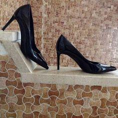 09a5c1a9a03 Saint Laurent Black Patent Leather Size 9 Classic Paris Skinny Mid Heel  Pumps w  Box