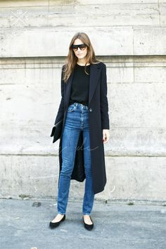 high waist skinny jeans, flats, black t-shirt and long black coat. a perfect fall outfit for the stylish minimalist woman