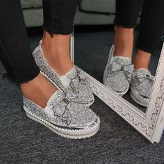 Women Shining Rhinestone Slip-on Loafers with Cute Bowknot – inspireyoos Bling Shoes, Women's Shoes, Flat Shoes, Bling Bling, Decorated Shoes, Mocassins, Sneaker Heels, Loafer Sneakers, Lace Up Heels