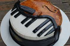 This cake was originally made as a cello/piano cake for the piano guys. My mom had a bakery make it for me since i play cello and piano! It was the coolest cake ever! Pretty Cakes, Cute Cakes, Beautiful Cakes, Amazing Cakes, Music Themed Cakes, Music Cakes, Violin Cake, Bolo Musical, Piano Cakes