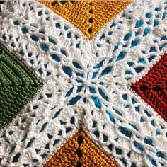 Large braid fancy celtic lace join.  utilizes ch5 loops on both the corners and on the sides.  diagonal corner joins.