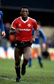 English Football League Division One Ipswich Town v Manchester United Garth Crooks of United Retro Football, Vintage Football, Football Fans, Football Shirts, Manchester United Images, Manchester United Players, English Football League, Ipswich Town, Association Football