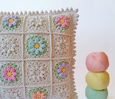 Crochet cushion free photo step by step tutorial Crochet Cross, Crochet Home, Love Crochet, Crochet Yarn, Crochet Flowers, Crochet Cushion Cover, Crochet Cushions, Crochet Pillow, T 62