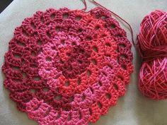 Flower Spiral Motif Pattern - Free Crochet Tutorial ~W~ Crochet Metal, Spiral Crochet, Freeform Crochet, Love Crochet, Crochet Flowers, Easy Crochet, Crochet Circles, Crochet Motifs, Crochet Stitches Patterns