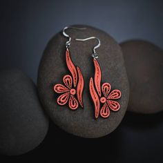 Jewelry has the power to be this one little thing that can make you feel unique 📿💍👑 Paper Quilling Earrings, Paper Quilling Designs, Quilling Patterns, Quilling Art, Paper Jewelry, Jewelry Art, Jewelry Design, Jewelry Crafts, Jewlery