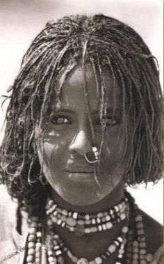 | If you ask Somali parents today what's wrong with nose rings, they will say its #haraam while its not true, it was also the norm in Somali culture/history. #VintageSomaliPicture