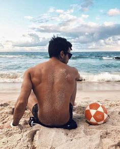 Thinking about what pose should you try next on the beach? Thus, we have these amazing Symbolic Beach Photography Poses for Men. Poses Photo, Picture Poses, Man Picture, Man Photo, Guy Pictures, Beach Pictures, Beach Foto, Beach Photography Poses, Autumn Photography