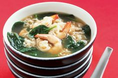Create an easy and fast meal of asian-style noodle soup with prawns.