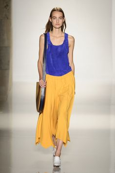 Pin for Later: Victoria Beckham Lets Loose For Spring 2016 Victoria Beckham Spring/Summer 2016
