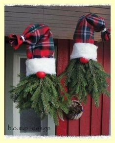 Christmas Porch, Outdoor Christmas Decorations, Rustic Christmas, Christmas Art, Winter Christmas, Christmas Wreaths, Christmas Ornaments, Christmas Tree Outside, Christmas Knomes