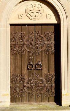 Ornate Swedish church door - title Veta kyrka dörr / to English 'Knowing the church door'.