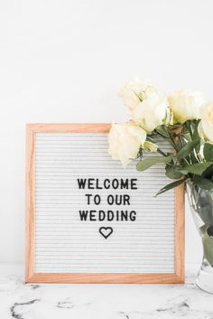 White roses flowers in vase and welcome board for wedding. Download it at freepik.com! #Freepik #freephoto #background #frame #wedding #heart