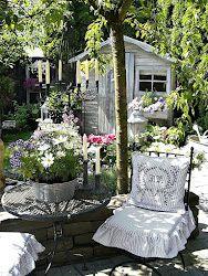 7 Beaming Tips: Backyard Garden On A Budget Stepping Stones backyard garden design awesome.Backyard Garden Trees How To Grow. Jardin Style Shabby Chic, Shabby Chic Garden Decor, Outdoor Rooms, Outdoor Gardens, Outdoor Living, Outdoor Benches, Outdoor Decor, She Sheds, Garden Cottage