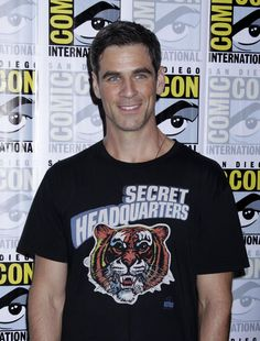 "Eddie Cahill broke into television in the role of Rachel's helplessly unqualified but irresistibly attractive assistant Tad on ""Friends. Eddie Cahill, Evolution Of Fashion, Best Model, Celebs, Celebrities, Movie Stars, Actors & Actresses, Sexy Men, Tv Series"