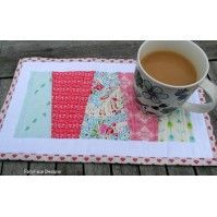Mug rug madness is sweeping the nation! Join the crowd here with over 35 free mug rug patterns! Fast, easy projects. Anyone can sew them these mini projects