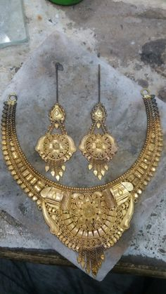 Gold Jewellery Design, Gold Jewelry, Designer Bangles, Gold Necklaces, Necklace Designs, Jewelry Sets, Bridal Jewelry, Chains, Gold Rings