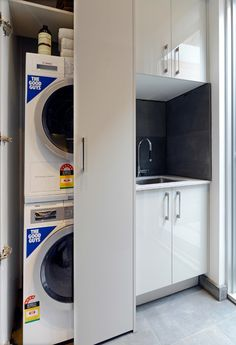 Sometimes there's not enough room for a full blown laundry room, so here are great and useful laundry in kitchen design ideas that you may find interesting. Laundry In Kitchen, Laundry Bathroom Combo, Laundry Cupboard, Laundry Nook, Laundry Closet, Small Laundry Rooms, Laundry Room Storage, Small Bathroom, Bathroom Layout