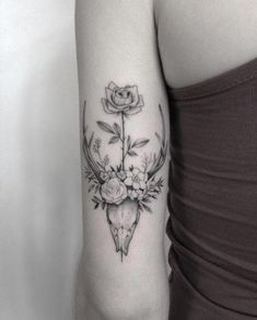 Cool Skull Tattoos For Women – My hair and beauty Floral Skull Tattoos, Animal Skull Tattoos, Bull Skull Tattoos, Skull Tattoo Flowers, Boho Tattoos, Modern Tattoos, Body Art Tattoos, Cute Tattoos, Small Tattoos