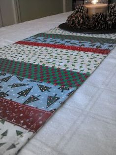 simply homemade: Get in the Spirit! Quilted Table Runners Christmas, Christmas Runner, Table Runner And Placemats, Crochet Table Runner, Christmas Sewing, Christmas Projects, Christmas Crafts, Christmas Christmas, Christmas Quilting