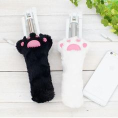 Kawaii Fluffy Cat Paw Wired Selfie Stick SD01885