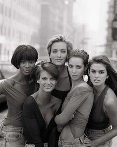 Supermodels : Naomi Campbell - Linda Evangelista - Tatjana Ppatitz - Christy Turlington - Cindy Crawford