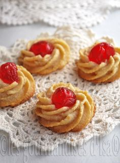 A Faerytale Life, Christmas Recipes ― Soft Almond Cookies . Pastry Recipes, Cookie Recipes, Dessert Recipes, Mini Desserts, Galletas Cookies, Cupcake Cookies, Soft Almond Cookies, Italian Cookies, Arabic Food
