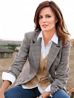 kind of work attire. blazer, jeans, button down and a vest. You can't really go wrong with this outfit. Blazer Outfits For Women, Blazers For Women, Women Blazer, Business Attire, Business Women, Dress Code, Fall Fashion Trends, Autumn Fashion, Blazer Fashion